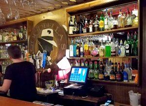 bar-at-goodfellas-restaurant-in-danville-vt