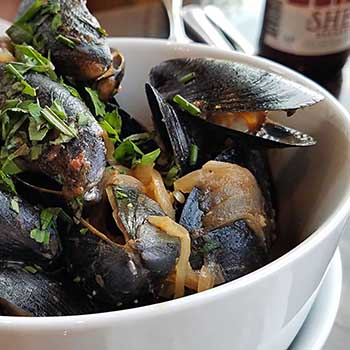 mussel appetizer from the Hardwick Street Cafe