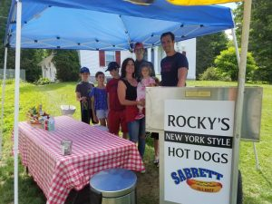 the-family-running-rocky's-new-york-style-hot-dog-cart